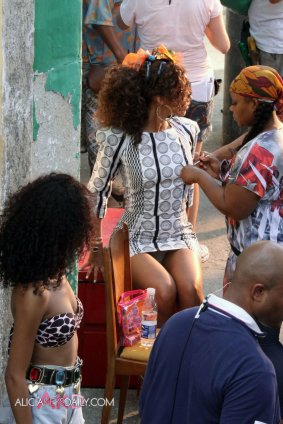alicia_keys_upskirt_on_a_videoshoot_01