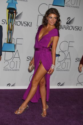 angela_martini_pussy_slip_at_the_2011_cfda_fashion_awards_in_nyc_01