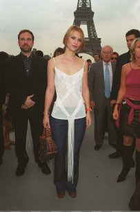 Claire_Danes_see_through_at_the_Eiffel_tower_05