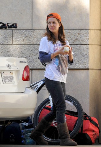eliza_dushku_thong_slip-working_on_her_car_in_la_01