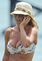geri_halliwell_nip_slip_and_bikini_candids_in_sardinia_03