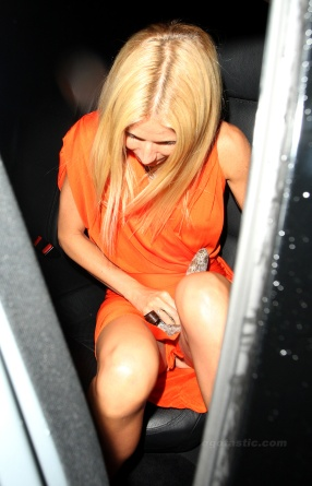 gwyneth_paltrow_upskirt_at_coach_anniversary_party_in_london_01