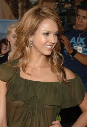 Jessica_Alba__2005_MTV_Movie_Awards_8