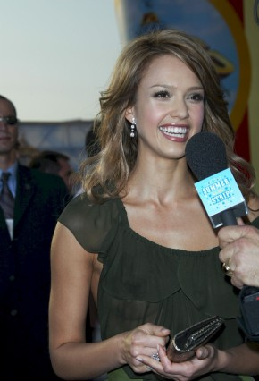 Jessica_Alba__2005_MTV_Movie_Awards_9