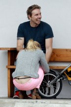 kristen_bell_butt_crack_while_taking_a_bike_ride_in_la_hq_02