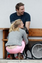 kristen_bell_butt_crack_while_taking_a_bike_ride_in_la_hq_03