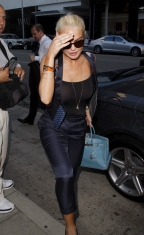 Lindsay_Lohan_at_Mr_Chows_restaurant_03