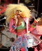 Nicki_Minaj_nip_slip_while_performing_at_the_good_morining_america_show_in_NYC_02