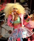Nicki_Minaj_nip_slip_while_performing_at_the_good_morining_america_show_in_NYC_02