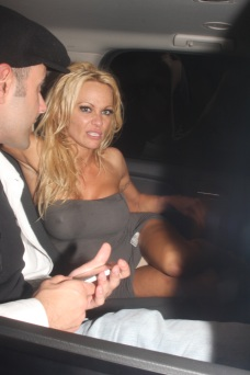 Pamela_Anderson_leaving_guys_and_dolls_in_Hollywood_05