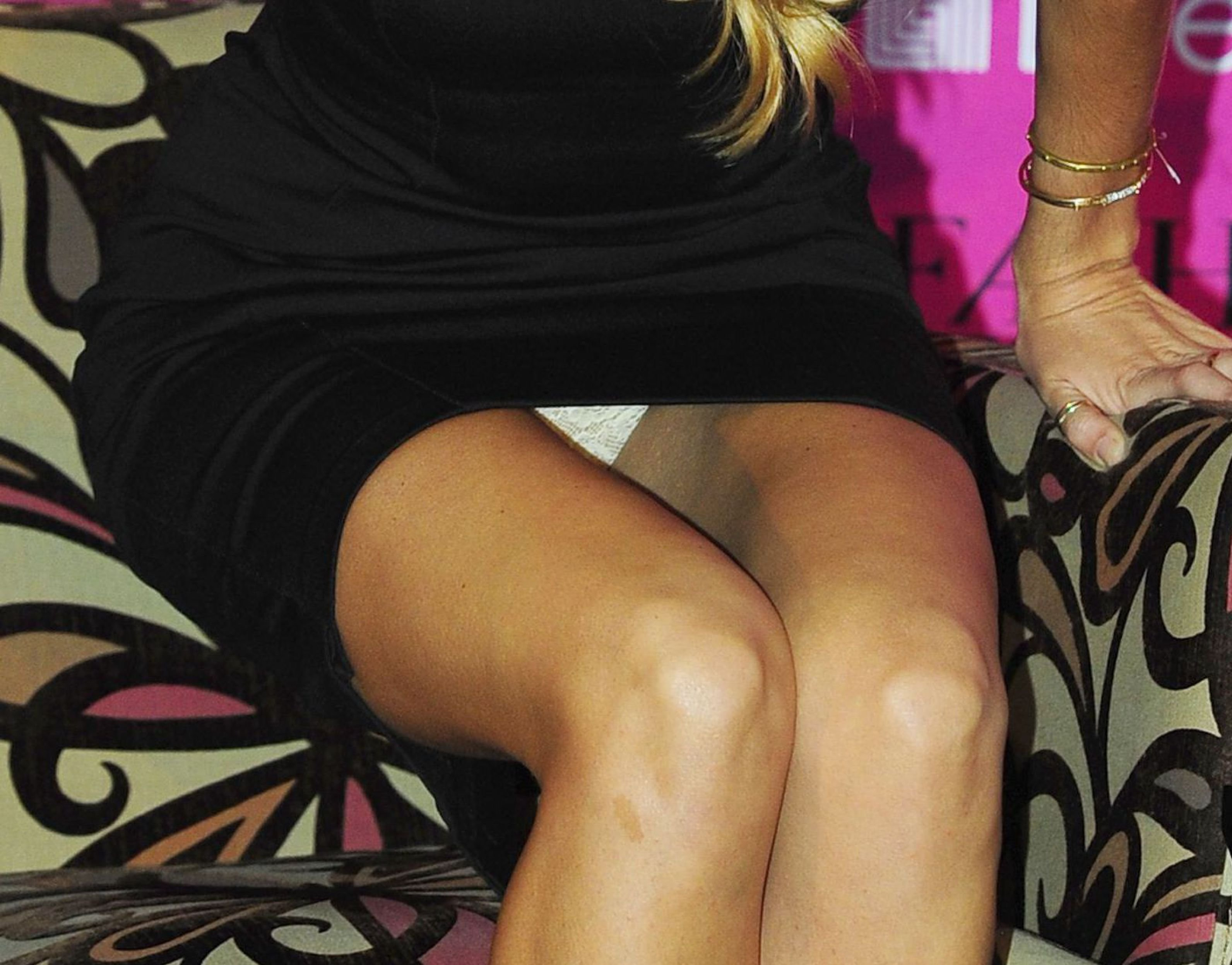 Что прячет женщина между ног крупный план фото — 9