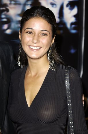 Emmanuelle_Chriqui-Final_Destination_2_world_premiere_in_Hollywood-01