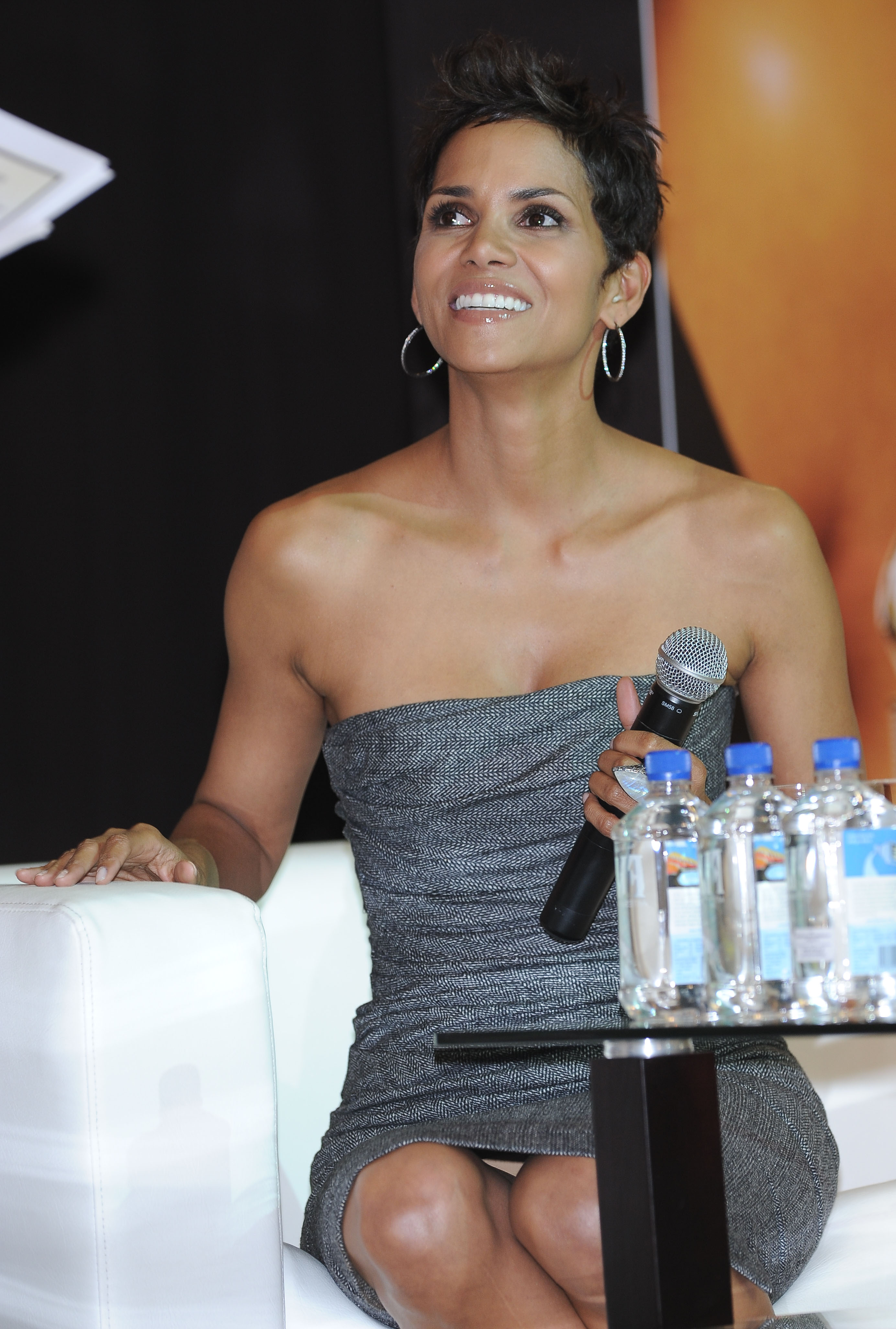 Halle Berry Promoting Her Reveal Parfume In Poland -9244