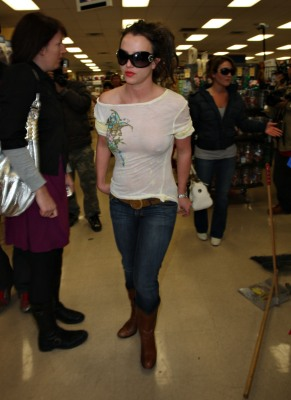 Britney_Spears_Petco_12