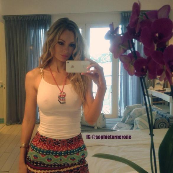 sophie_turner_see_through_twitpic_01