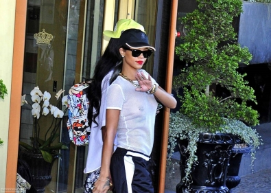 rihanna_see_tru_top_leaving_her_hotel_in_stockholm_08