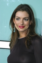 Anne_Hathaway_at_the_The_School_of_Rock_Premiere_in_hollywood_11
