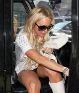 Lindsay_Lohan_goes_shopping_in_Hollywood_04