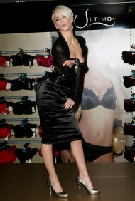 Sarah_Harding_opens_the_new_Ultimo_Shop_01