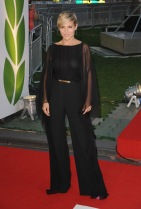 elsa_pataky_at_the_premiere_of_rush_in_london_09