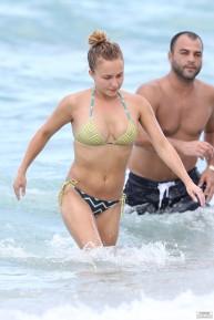 hayden_panettiere_bikini_candids_in_miami_beach_09