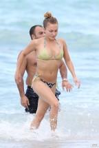 hayden_panettiere_bikini_candids_in_miami_beach_12