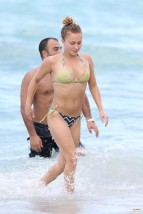 hayden_panettiere_bikini_candids_in_miami_beach_13