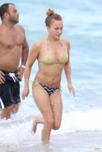 hayden_panettiere_bikini_candids_in_miami_beach_16
