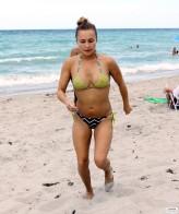 hayden_panettiere_bikini_candids_in_miami_beach_54