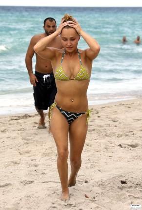 hayden_panettiere_bikini_candids_in_miami_beach_58