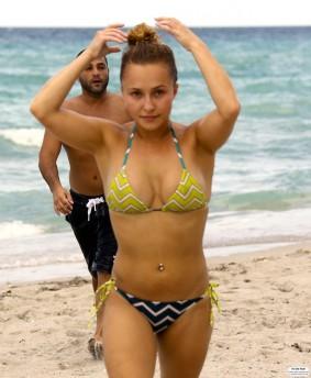 hayden_panettiere_bikini_candids_in_miami_beach_69