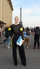iggy_azalea_see_thru_blouse_at_the_maison_martin_margiela_fashion_show_in_paris_101