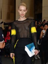 iggy_azalea_see_thru_blouse_at_the_maison_martin_margiela_fashion_show_in_paris_15