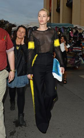 iggy_azalea_see_thru_blouse_at_the_maison_martin_margiela_fashion_show_in_paris_181