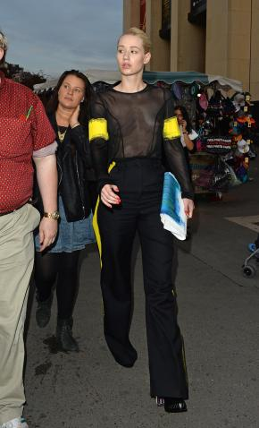 iggy_azalea_see_thru_blouse_at_the_maison_martin_margiela_fashion_show_in_paris_191