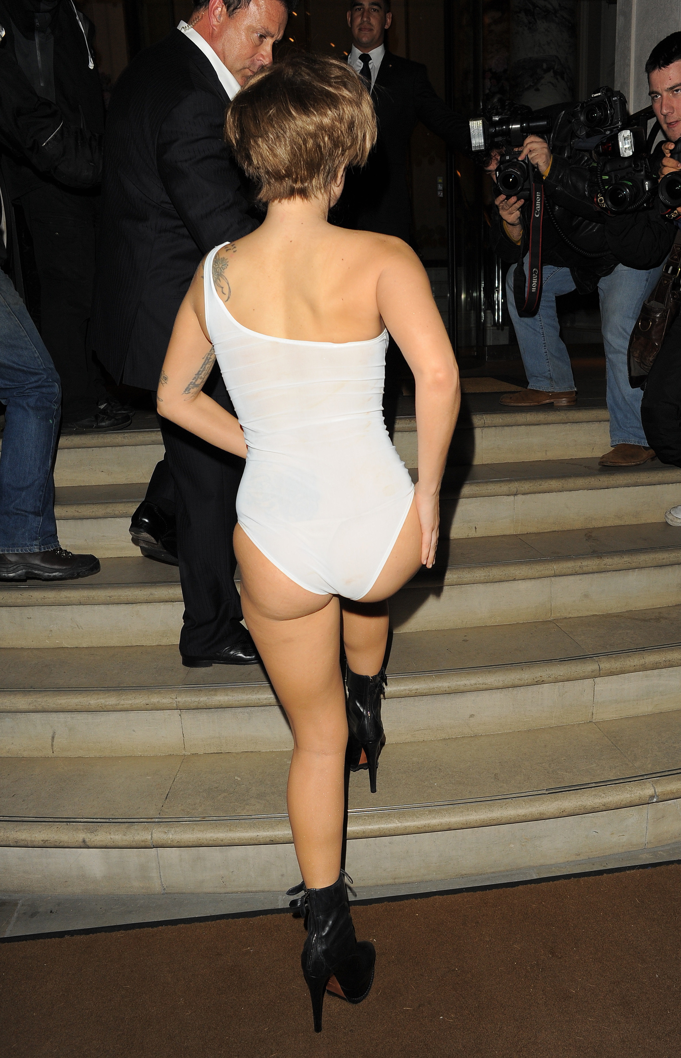 18 Best upskirts images in 2019 | Windy day, Celebrities ...