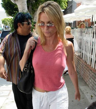 nicolette_sheridan_shopping_in_beverly_hills_02
