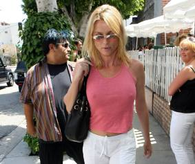 nicolette_sheridan_shopping_in_beverly_hills_05