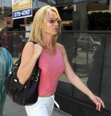 nicolette_sheridan_shopping_in_beverly_hills_08