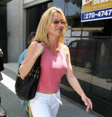 nicolette_sheridan_shopping_in_beverly_hills_15