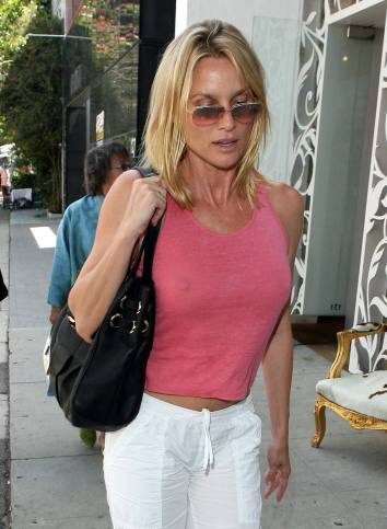 nicolette_sheridan_shopping_in_beverly_hills_16