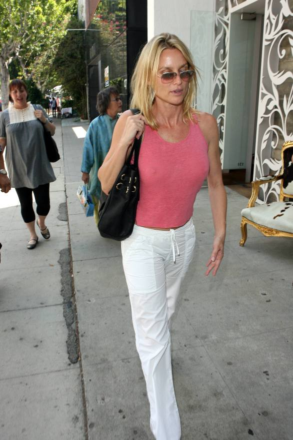 nicolette_sheridan_shopping_in_beverly_hills_17