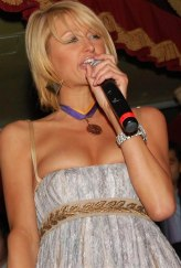 Paris_Hilton_parties_it_up_in_Boston_nightclub_01