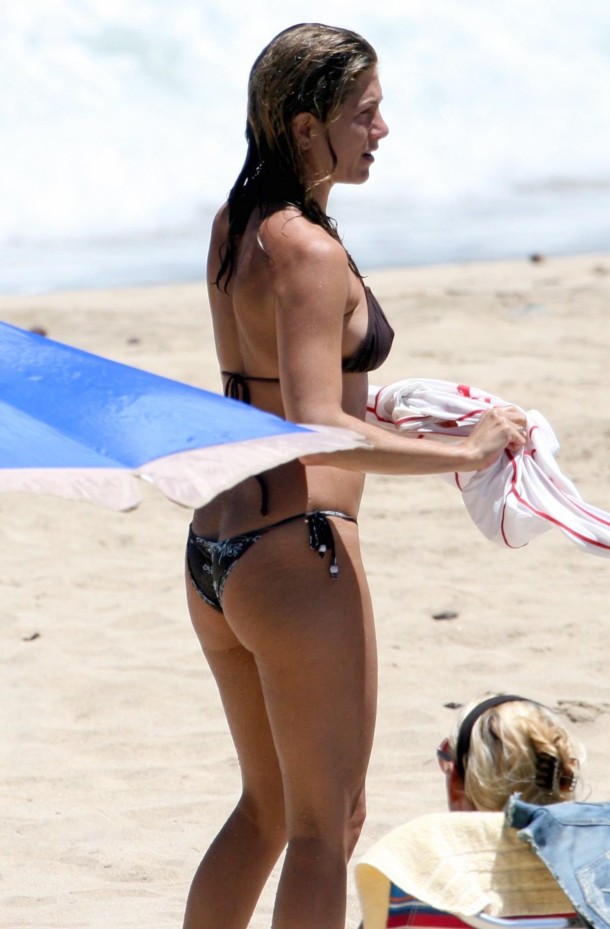 Jennifer aniston new bikini photos