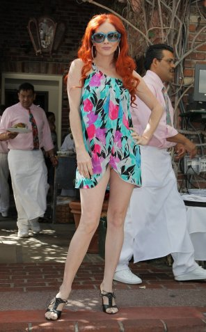 Phoebe_Price_posing_at_the_Ivy_01