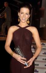 Kate_Beckinsale_Glamour_Woman_Of_The_Year_Awards_Inside_03