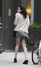 krysten_ritter_upskirt_on_the_set_of_asthma_in_nyc_03