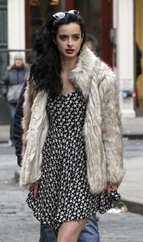 krysten_ritter_upskirt_on_the_set_of_asthma_in_nyc_05