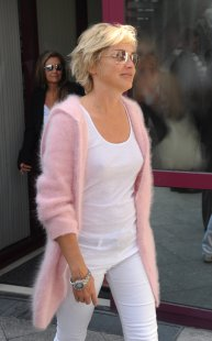 Sharon_Stone_arrives_into_Chopin_Aiport_in_Warsaw_01