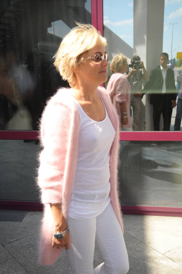 Sharon_Stone_arrives_into_Chopin_Aiport_in_Warsaw_03
